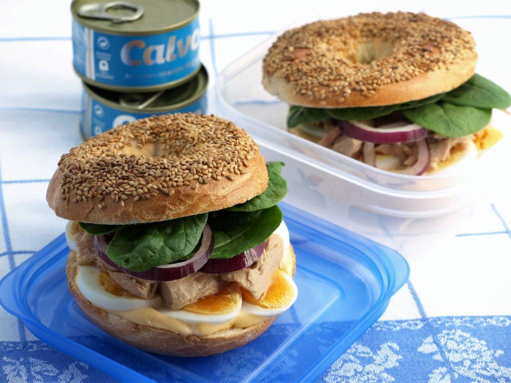 Recept na bagel s tuniakom a kimchi dressingom