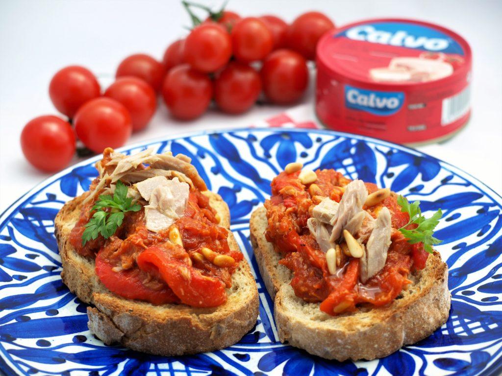 Tradičná valencijská titania - pomazánka z paradajok, paprík a tuniaka