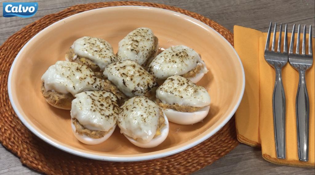 Vajíčka plnené tuniakom vparadajkovej omáčke